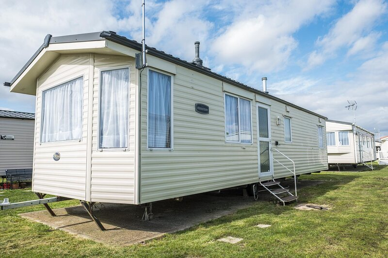 6 berth caravan for hire at St Osyths Clacton-on-Sea, Essex ref 28021CW, holiday rental in St Osyth