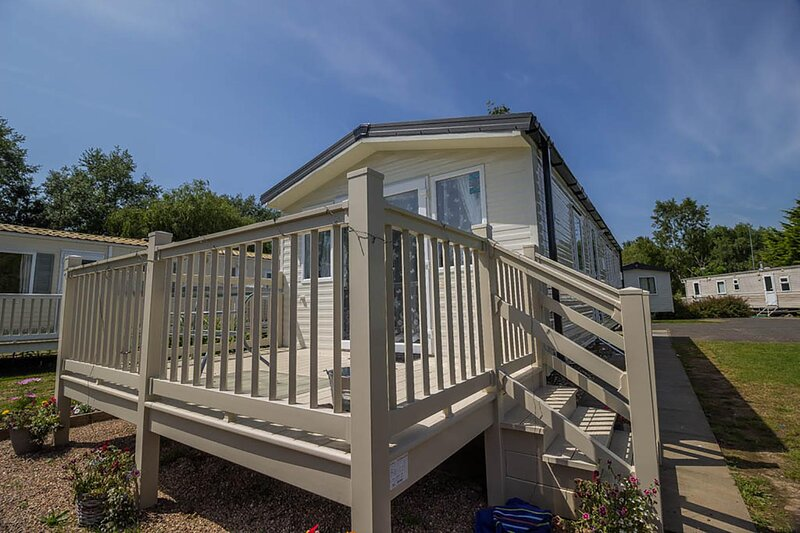 Brilliant caravan for hire at Southview Holiday Park near Skegness ref 33010S, vacation rental in Wainfleet All Saints