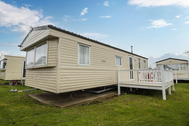 3 bed, 8 berth caravan for hire at St Osyth Park near Clacton-on-Sea ref 28039CW, holiday rental in St Osyth