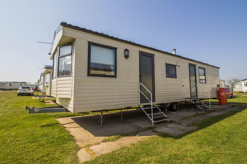 Great 8 berth caravan for hire at Skipsea Sands Holiday Park ref 41214NF, holiday rental in Lissett