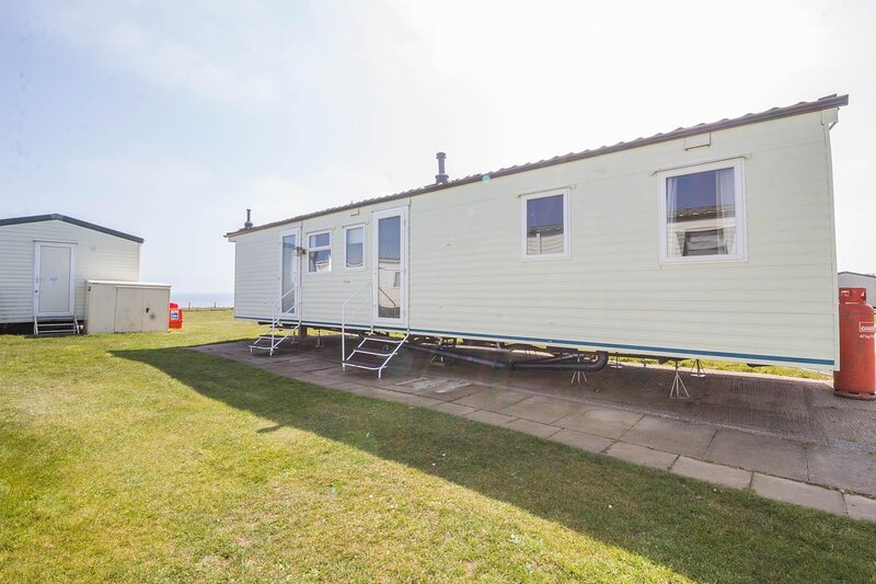 Caravan with a sea view for hire at Skipsea Sands Holiday Park ref 41148NF, holiday rental in Lissett