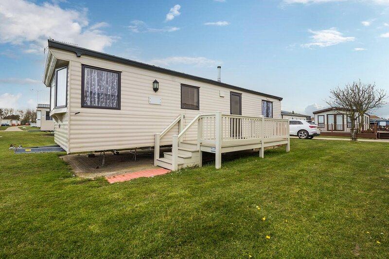 6 berth caravan for hire at Broadland Sands Holiday Park in Suffolk ref 20062BS, location de vacances à Corton