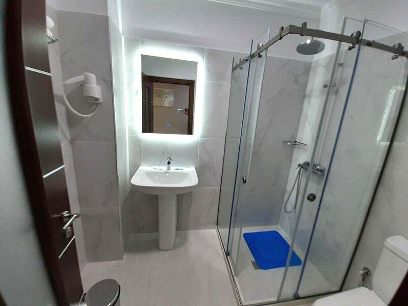 Hotel Nr One - Deluxe Queen Suite, vacation rental in Gjirokaster County