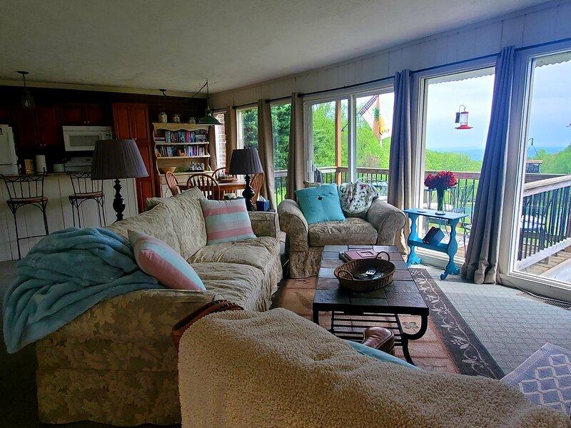 Cozy Mountain Get Away with a magnificient view, aluguéis de temporada em Mount Airy