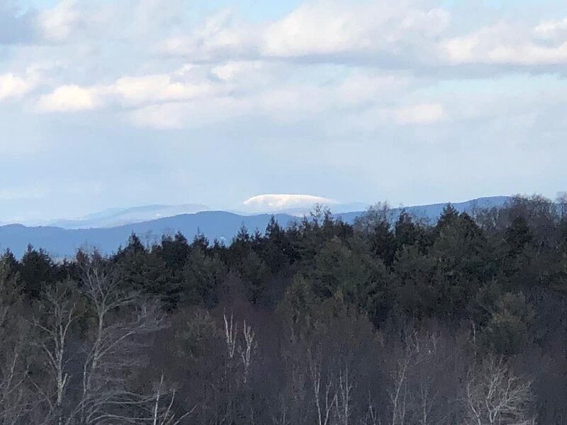 Cute VT Bungalow With 180 Degree View of NH, holiday rental in Rockingham