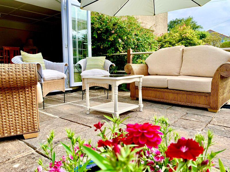 Large & comfortable 4 bed house in mature gardens, location de vacances à Meavy