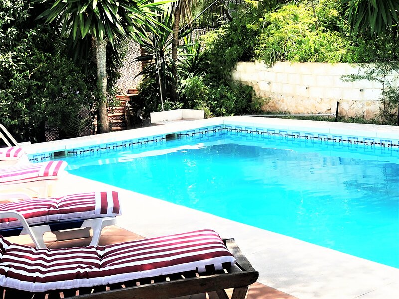 Villa Pinares in Málaga, with pool, garden, garage, Wifi, location de vacances à El Chorro