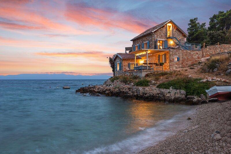 La Villa Bleue | Secluded Beach Villa | 100% ☀ Power | Hvar Island, holiday rental in Gdinj