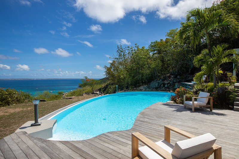 CAYE BLANCHE... elegant, spacious 7BR villa with sea views, holiday rental in Anse Marcel