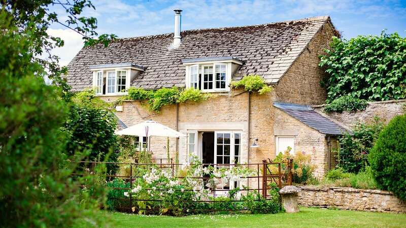 Apple Store Cottage, Charlbury - sleeps 2 guests  in 1 bedroom, vacation rental in Chadlington