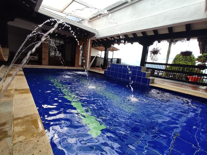☆7 Bedrom heated pool Jacuzzi/Gym Luxury Villa☆, casa vacanza a Sabaneta