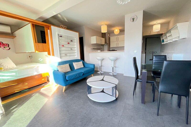 Moana Studio - downtown Papeete - WiFi / A/C / parking - 3 people, vacation rental in Pirae