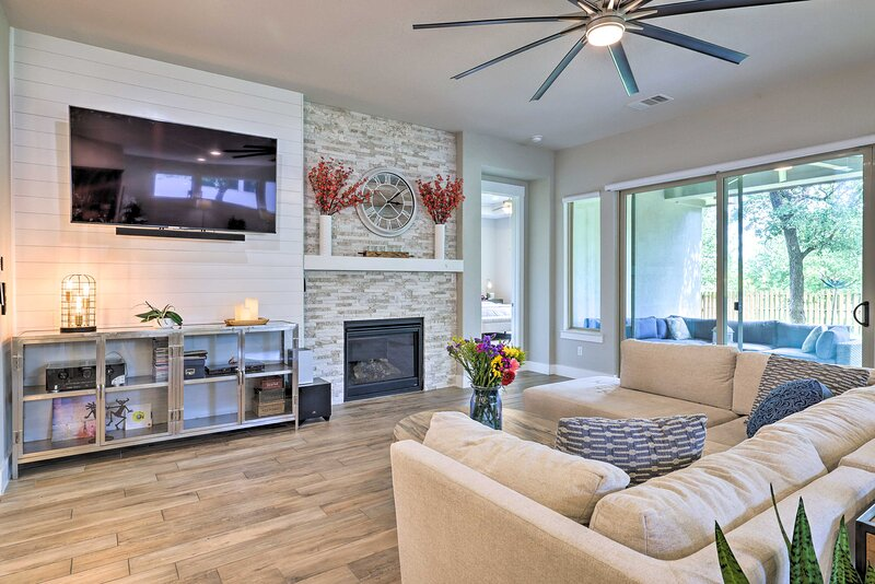NEW! Upscale Austin Area Escape - Families Welcome, holiday rental in Driftwood