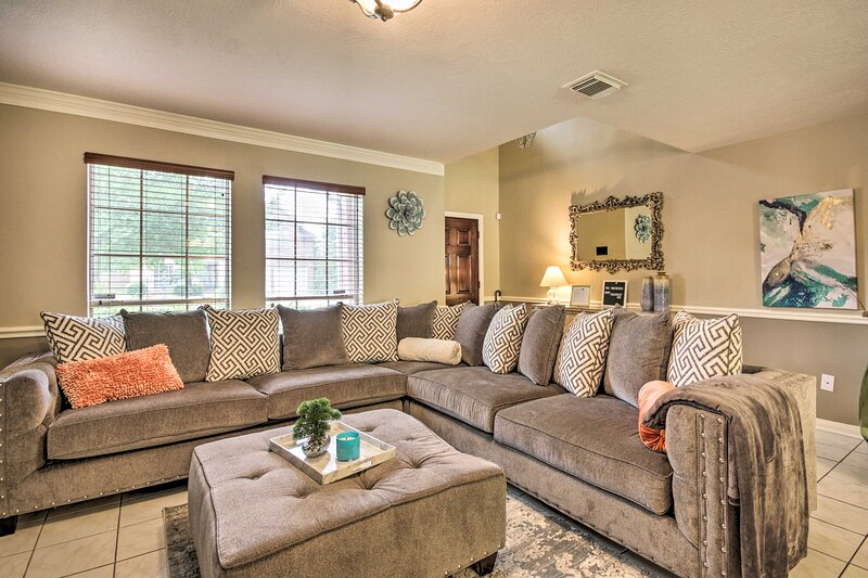 NEW! Katy Family Home < 30 Mi to Downtown Houston!, holiday rental in Waller
