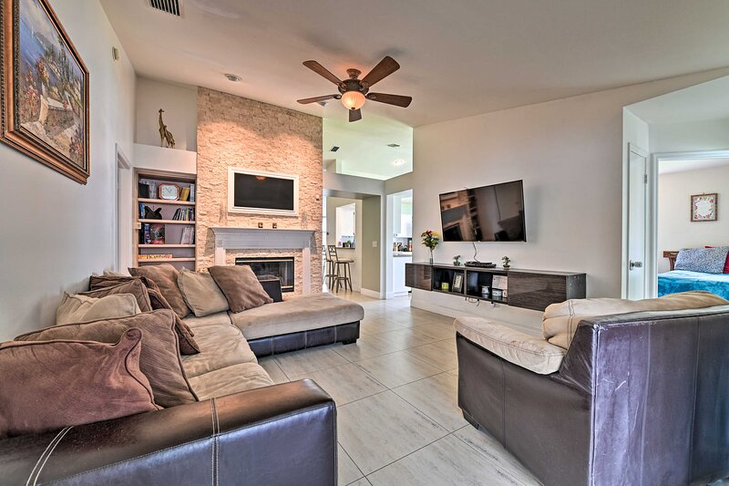 NEW! Tampa House with Gas Grill & Community Pool!, holiday rental in Northdale