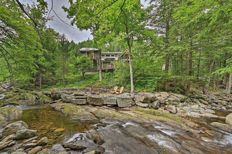NEW! Beautiful Jay Peak Home By Creek & Waterfalls, vacation rental in Lowell