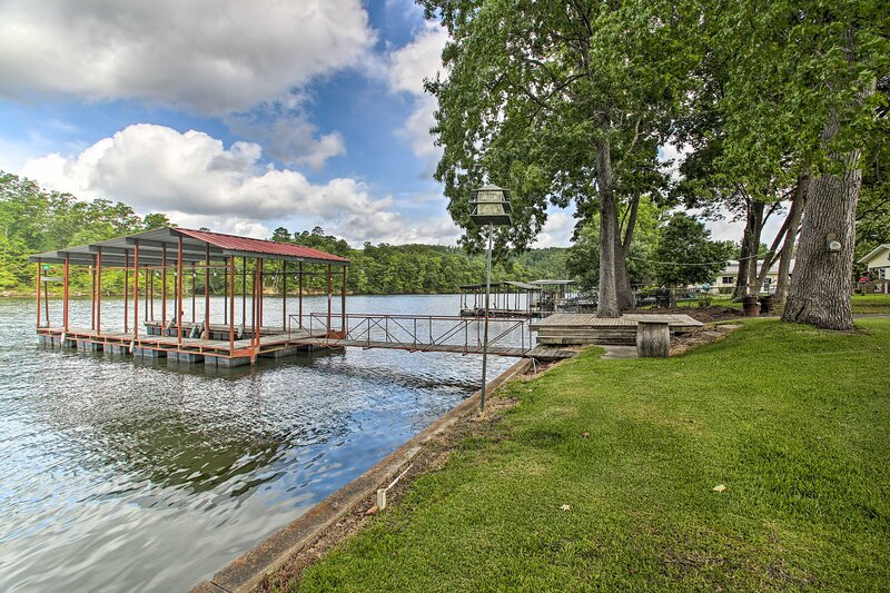 NEW! 'Treasure Isle' Riverfront Home: Fish On-Site, holiday rental in Mountain Pine