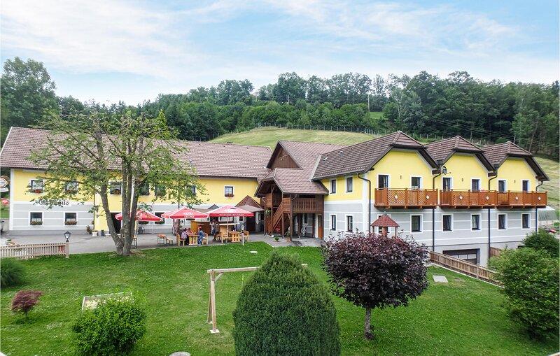 Beautiful apartment in Dortstetten with WiFi and 1 Bedrooms (ANO133), alquiler de vacaciones en Schwertberg