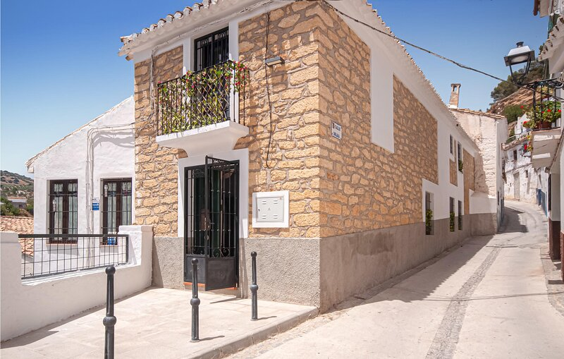Amazing apartment in Montefrio with WiFi and 2 Bedrooms (EAC577), holiday rental in Algarinejo