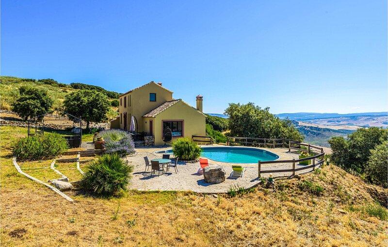 Nice home in El Gastor with Outdoor swimming pool, WiFi and 6 Bedrooms (EAC576), holiday rental in El Gastor