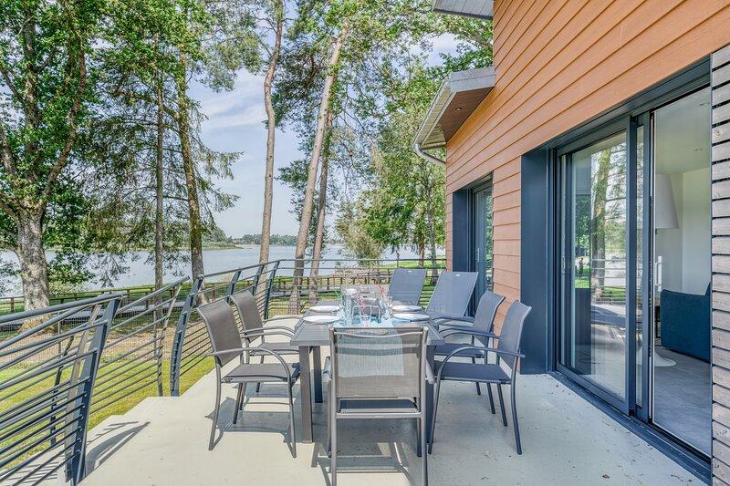 Les Roseaux - Vue sur le lac avec jacuzzi, holiday rental in Epinal