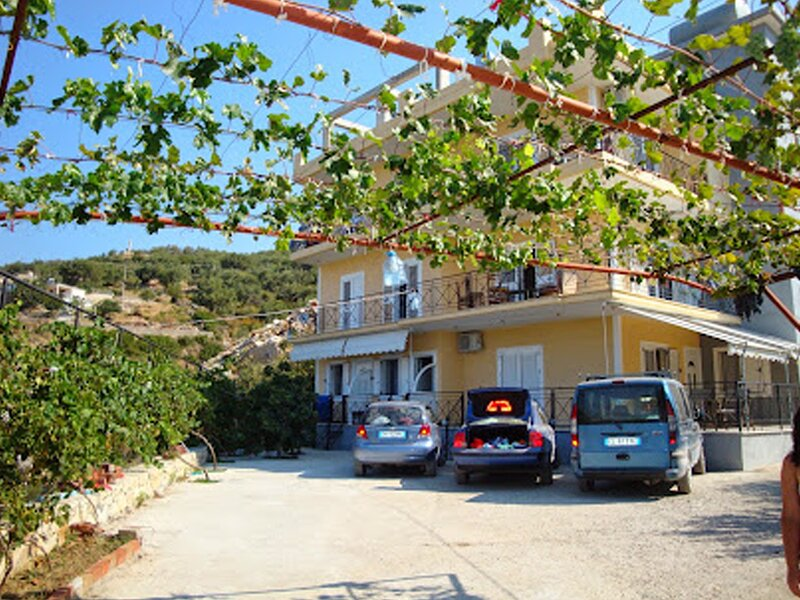 Triple Room with Sea View 1, holiday rental in Borsh