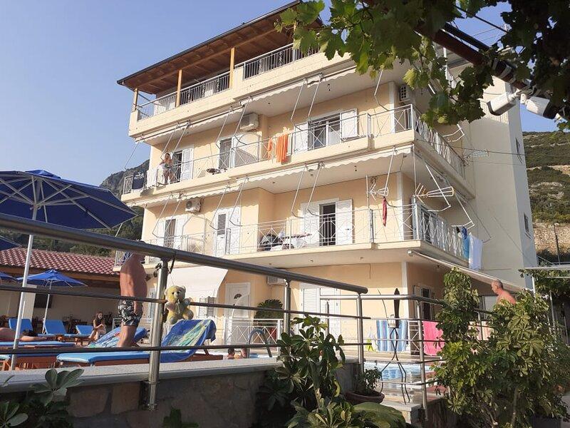 Family Room with Balcony, holiday rental in Borsh