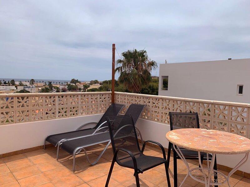 Apartamento con vistas al mar y terraza, alquiler de vacaciones en San José