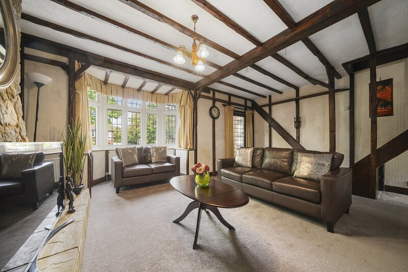 Lovely 5-Bed House in Maidstone, casa vacanza a West Malling
