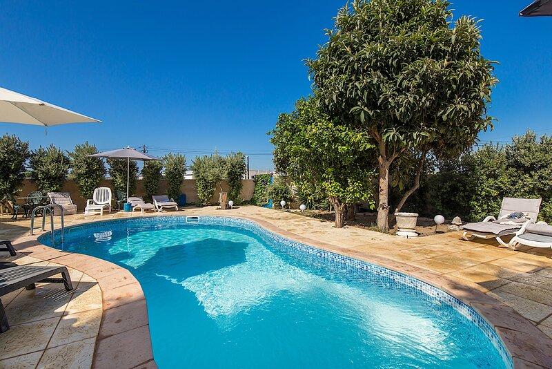 Orchis Yellow Villa, Alcantarilha, Algarve, alquiler vacacional en Alcantarilha