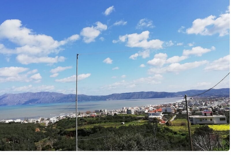 Remarkable 2-Bed Apartment in Kissamos, holiday rental in Kallergiana