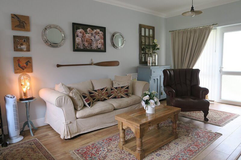 Golden Sands, Old Hunstanton - Dogs very welcome, only 5 mins walk to beach!, vacation rental in Ringstead