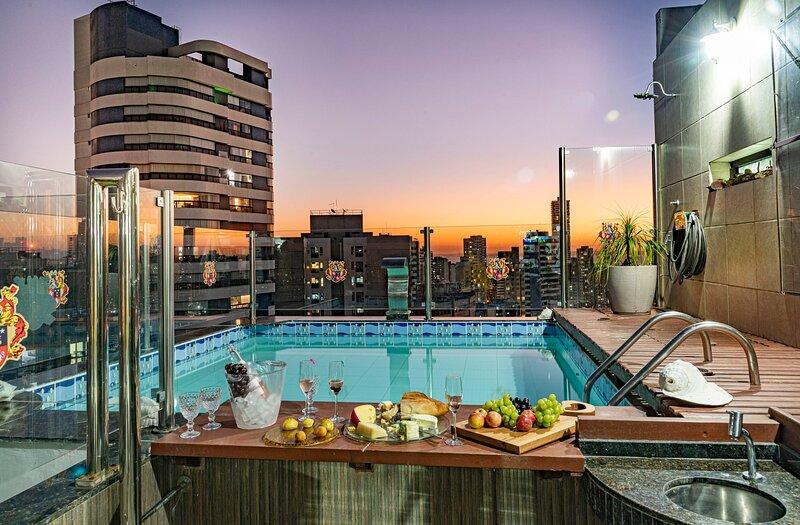 Duplex Penthouse w/ Private Pool for Couples or Executives in Salvador - SSA001, casa vacanza a Salvador