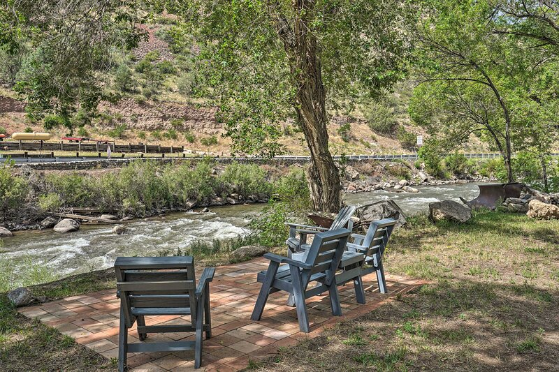 NEW! Cotopaxi Escape w/ Patio on Arkansas River!, holiday rental in Cotopaxi