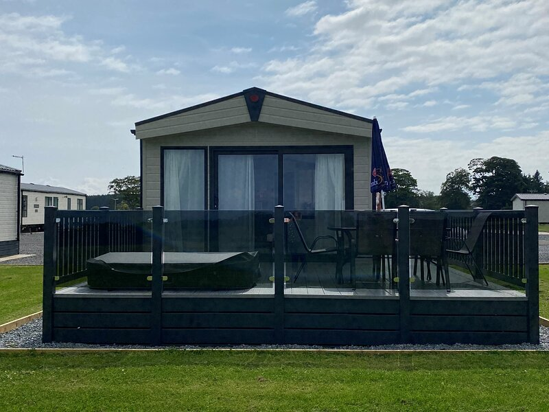 Rivington Lodge 32 with hot tub - Stewart's Resort, holiday rental in Ceres