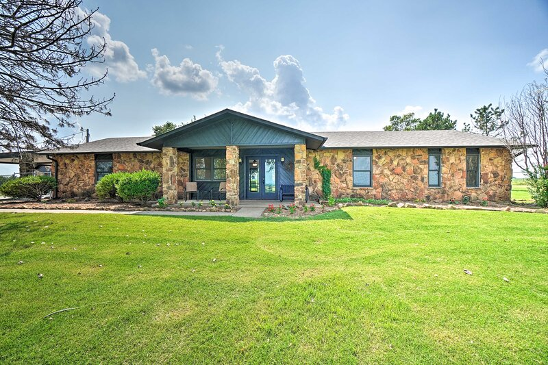 Lawton Vacation Rental   3BR   3BA   2,300 Sq Ft   Step-Free Access