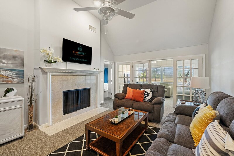 Two Bedroom Condo at Bay Point Golf Villas, holiday rental in Highland City