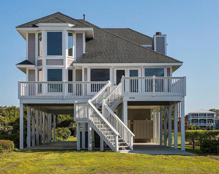 Beautifully renovated Ocean View, 5 bedroom, 3 bath beach home, alquiler de vacaciones en Oak Island
