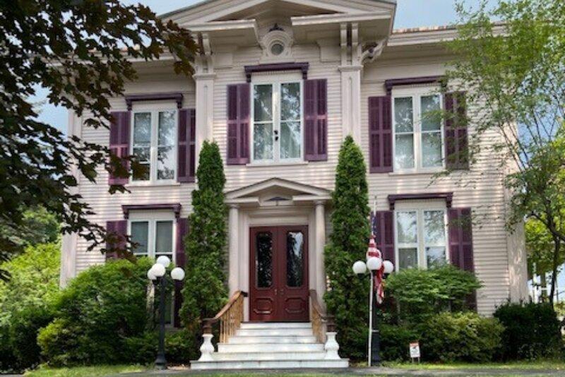 Adirondack Mansion!, aluguéis de temporada em Mayfield