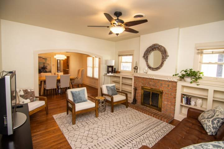 New! Walk to TCU Campus and Sporting Events. Newly Renovated and Close to Shoppi, casa vacanza a Burleson