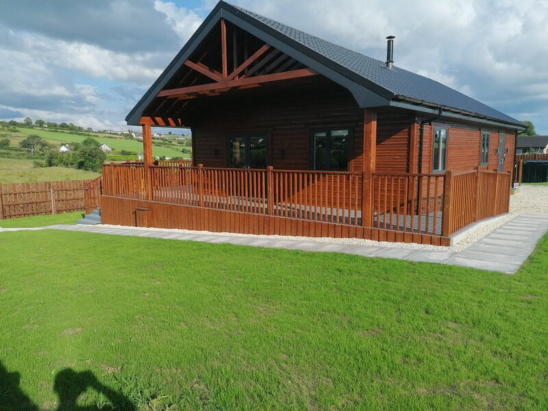 Lovely 3-Bed Cabin in meigh, holiday rental in Carrickmacross