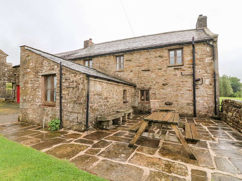 WRAY GREEN, pet friendly, character holiday cottage, with a garden in, location de vacances à Eden District
