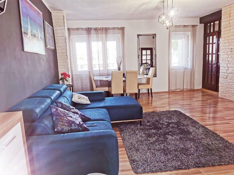 Villa Mediteraneo Dalmatia, vacation rental in Lozovac