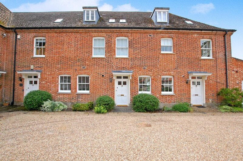 Townhouse with shared Indoor swimming pool & gym, vacation rental in Dunwich