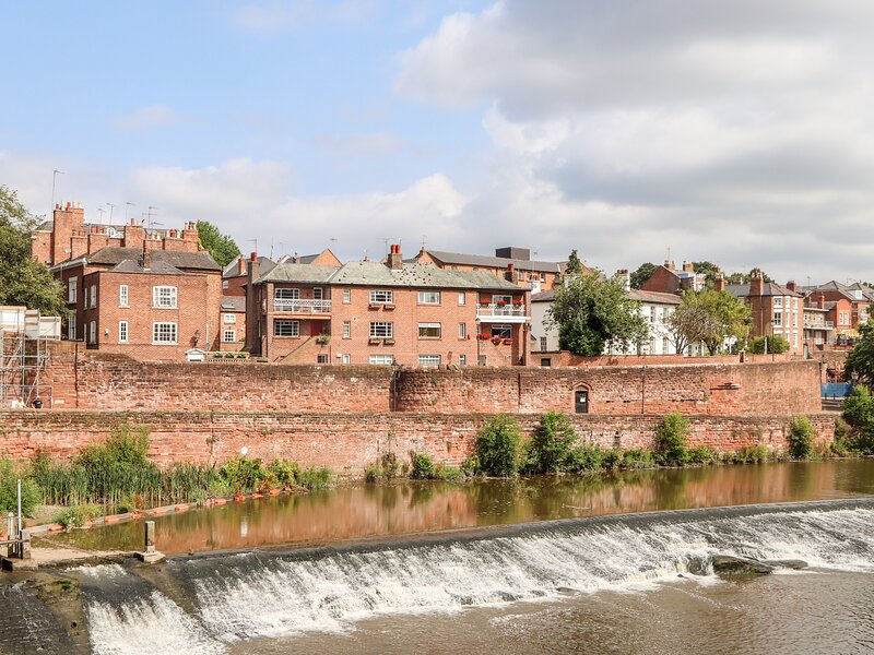 Dee Heights Penthouse, Chester, holiday rental in Bruera
