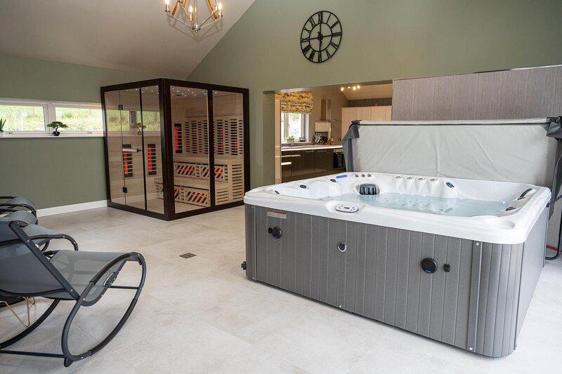 The Sperrin Haven with Hottub and Infrared Sauna sleeps 8 persons, alquiler de vacaciones en County Tyrone
