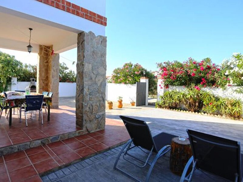 Villa with garden near the sea in the Palmar, aluguéis de temporada em El Palmar
