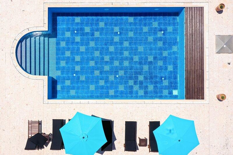 Charming cottage in the garden of the Villa Hacienda for 4 people big pool,, alquiler vacacional en Kozino