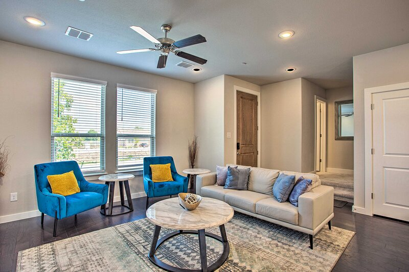 NEW! Newly Built Townhome ~ 3 Mi to Historic Dtwn!, casa vacanza a McKinney