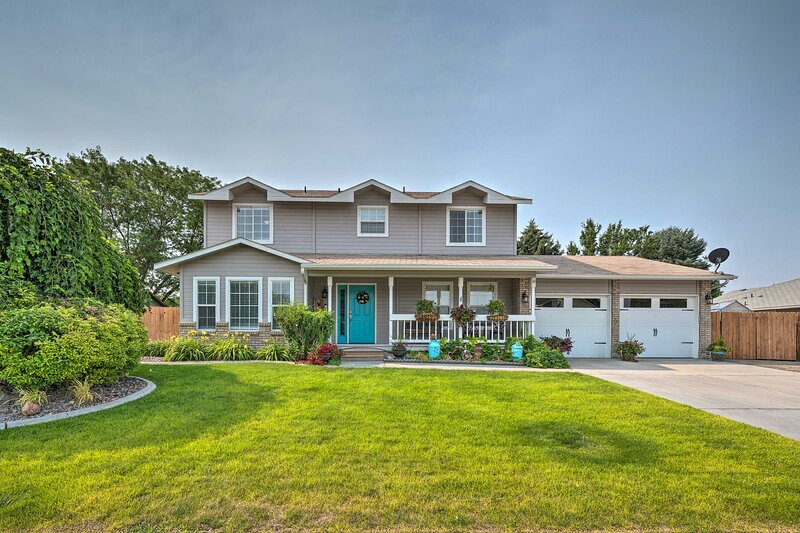 NEW! Nampa Family Home with Hot Tub & Fire Pit!, holiday rental in Huston